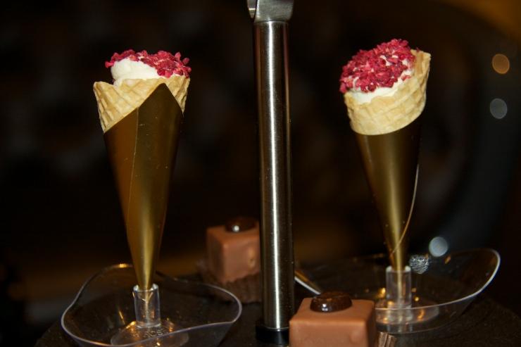 Chocolate-filled cornets