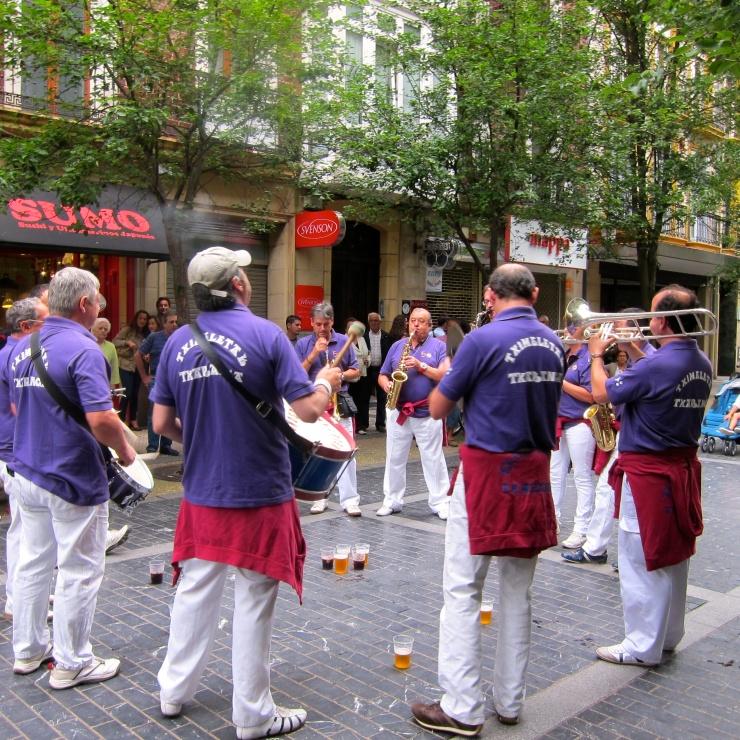 Band, San Sebastian