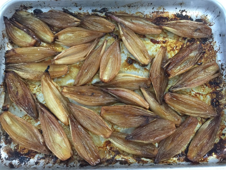 Oven-cooked shallots