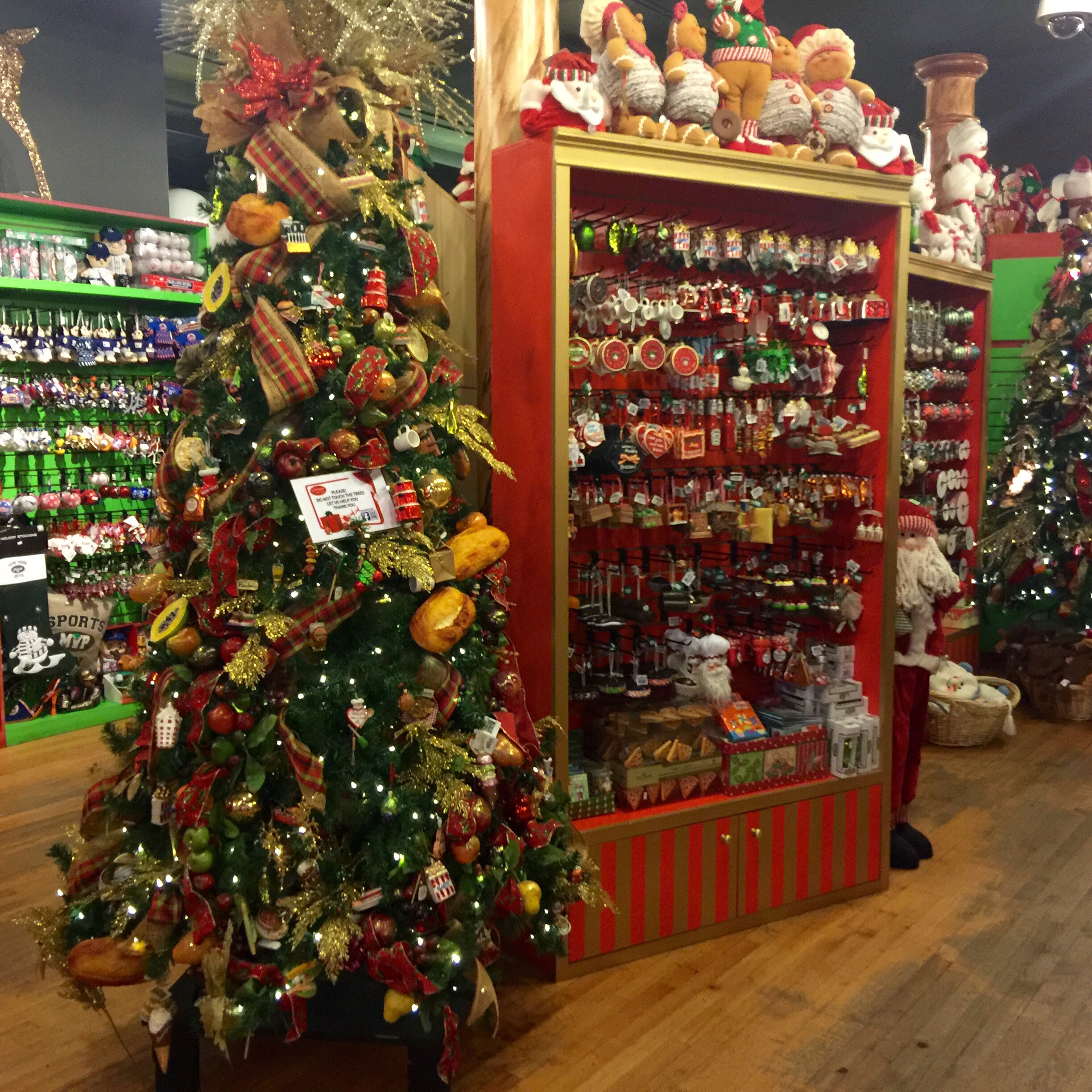 Christmas Decoration Stores: The Christmas Store New York Where It's Christmas Every